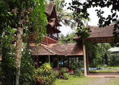 Eingang Basis-Village